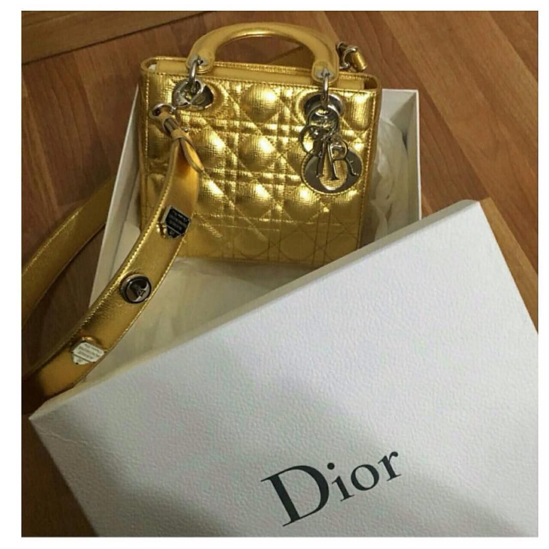 89494da95f6b a-closer-look-my-lady-dior-bag-and-lucky-badges-3