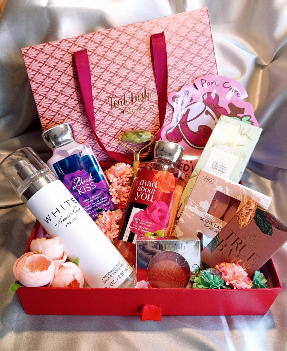 Head To Teal Lush In Mumbai For Some Amazing Wedding Gift Hampers In 2020 Wedding Gift Hampers Gift Hampers Amazing Wedding Gift