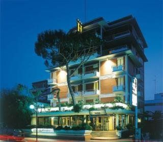 #Hotel: BRACCIOTTI HOTEL, Lido Di Camaiore, IT. For exciting #last #minute #deals, checkout #TBeds. Visit www.TBeds.com now.
