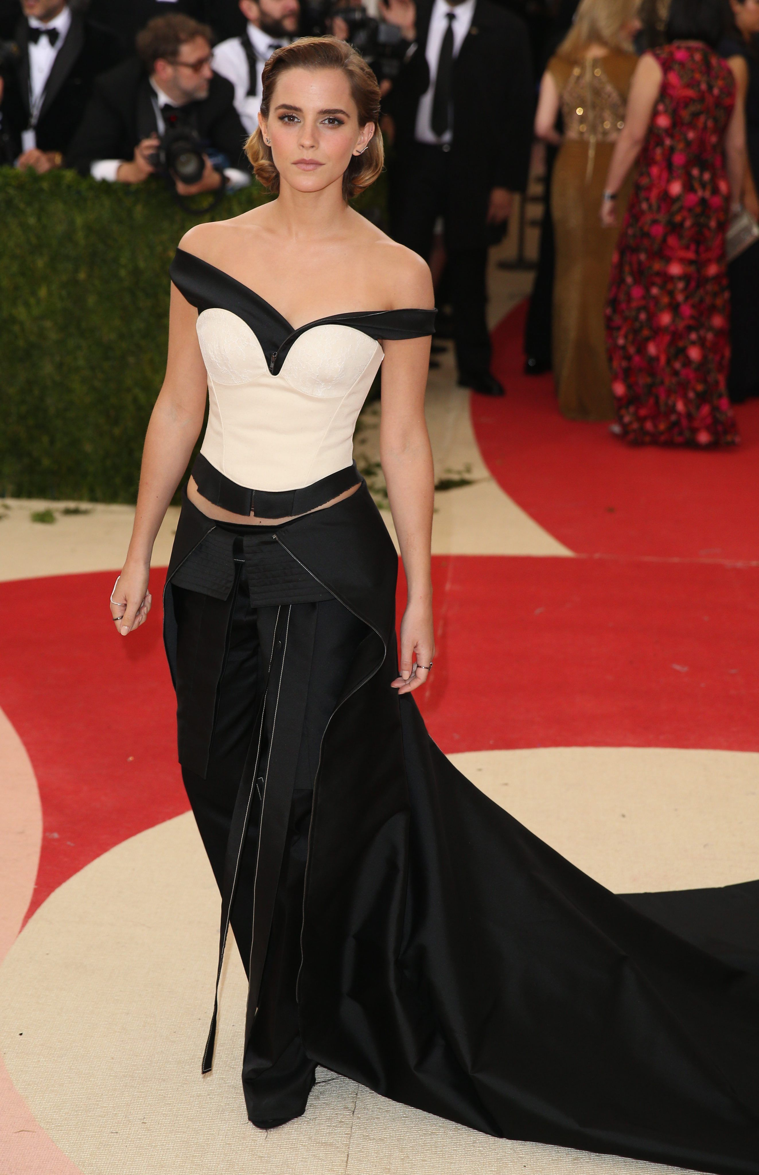 Emma Watson In Calvin Klein At 2016 Met Gala In New York City Check More At Http Fashnberry Com Emma Watson In C Emma Watson Dress Met Gala Emma Watson Pixie