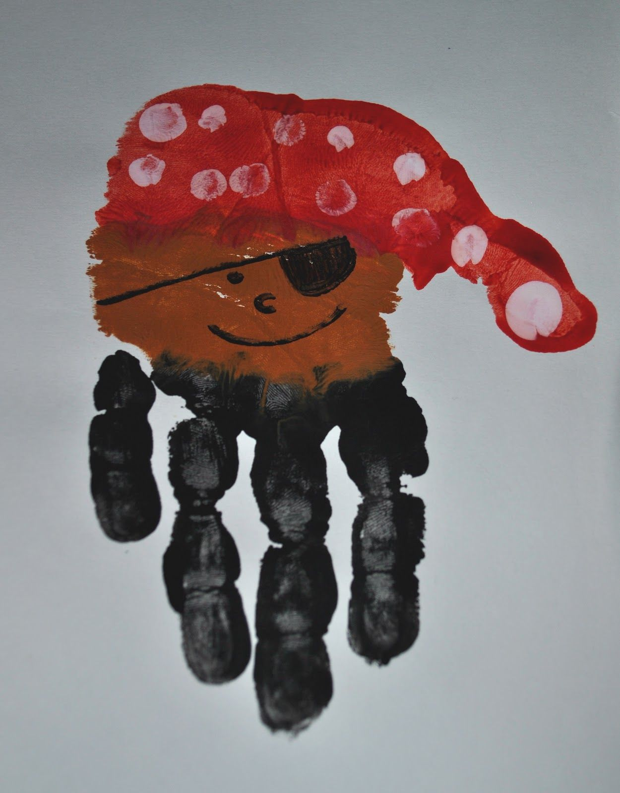 Pirate crafts for toddlers - Handprint Pirate Craft From Http Sunglassesonmyhead Blogspot Com 2011