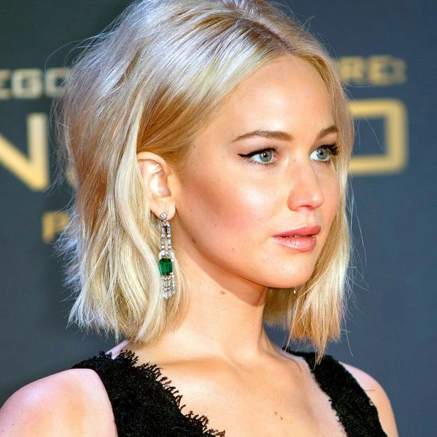 15 Celebrity Statement Earrings That Will Take Your Breath Away White Blonde Hair Jennifer Lawrence Hair Jennifer Lawrence Blonde