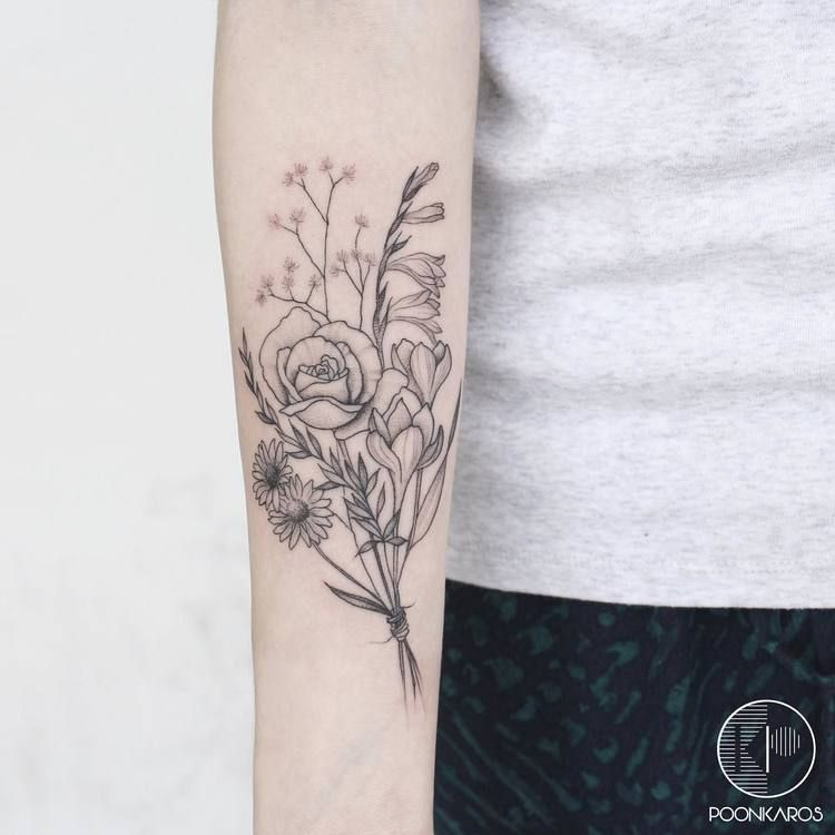 44 Fine Line Black And Grey Tattoos By Poonkaros Page 2 Of 4 Tattooadore Bouquet Tattoo Flower Bouquet Tattoo Flower Tattoo Designs