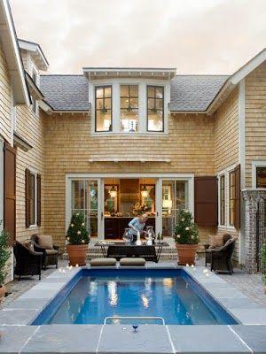 desain kolam kolam renang kecil di belakang rumah