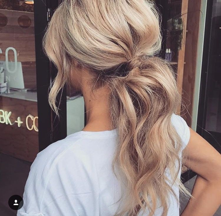 Voluminous Blonde Low Ponytail Messy Ponytail Hairstyles Medium Hair Styles Diy Hairstyles Easy