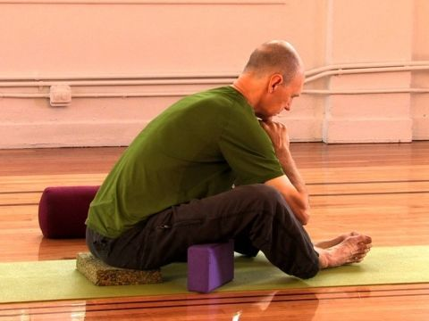 mini yin yoga practice for the spine  yin yoga