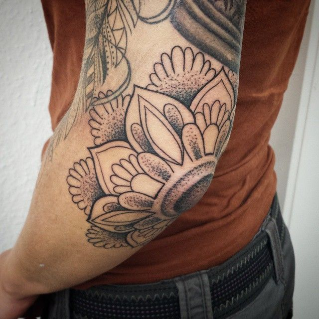 120 Schone Ellenbogen Tattoo Designs Bedeutungen Beliebte Arten 2018 Arten Bedeutungen Belieb Tattoos For Guys Elbow Tattoos Sleeve Tattoos For Women
