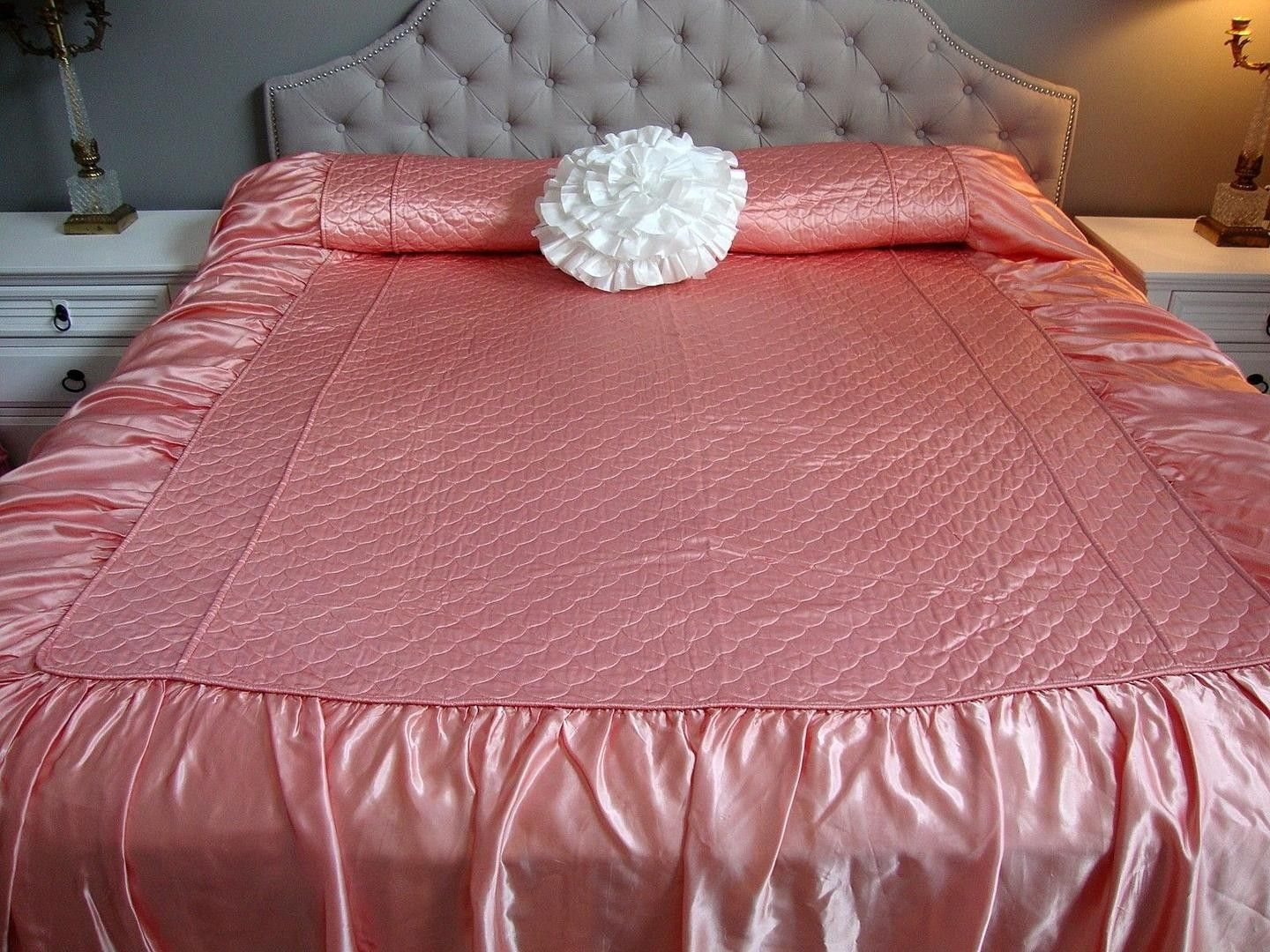 Beautiful Condition! Vintage Reversible Pink and White Satin BABY QUILT COMFORTER from 1950/'s