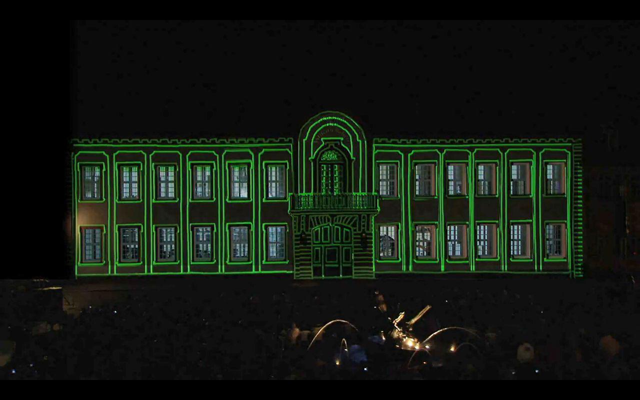 """Stadtwerke Heidelberg, Lichtinstallation """"Karlsplatzfest"""". GoYa! inszeniert die Eröffnung der Heidelberger Schlossfestspiele.  Am 24. Juni h..."""