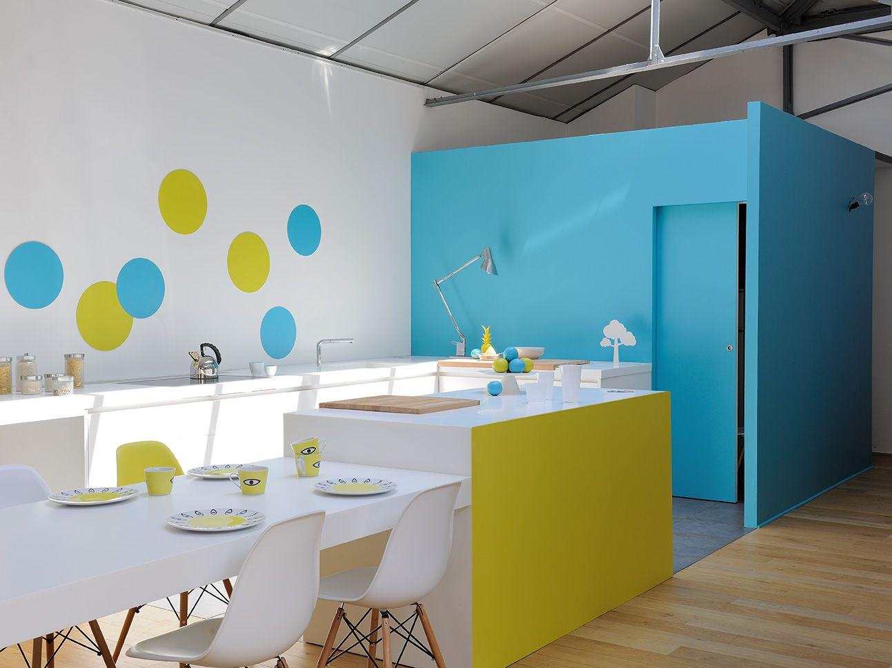 Une Cuisine Vivante Et Acidulee Zolpan Peinture Bleu Jaune Table Cuisine Plandetravail Home Decor Home Decor Decals Decor