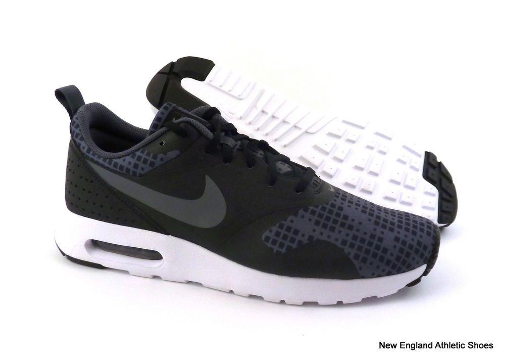 Nike men Air Max Tavas Print running shoes Black Dark