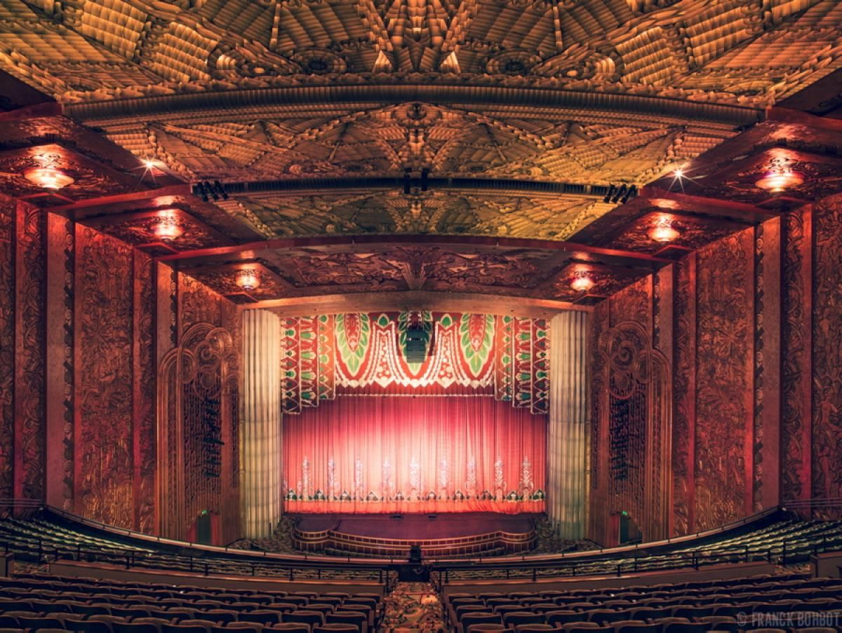 No Detail In This Theater Is Left Untouched The Patterned Carpet The Textured Ceiling And Walls And Th Classic Movie Theaters Paramount Theater Cinema Design
