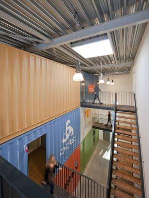 Casas contenedores futurumshop oficinas de una conocida for Diseno de oficinas con contenedores