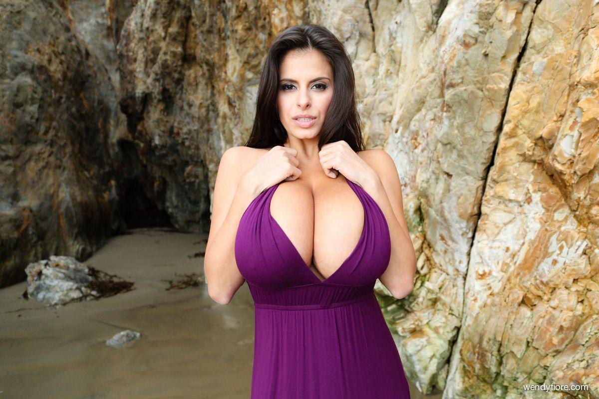 Самые большие сиськи мира секс, Большие сиськи красивых дамочек - Порно Большие 17 фотография