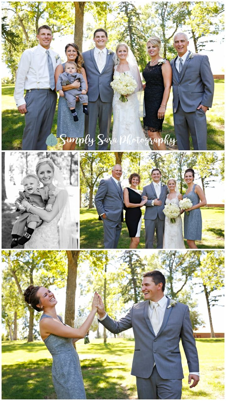 Wedding Photos Ideas For Posing Family Of Bride Groom In A Park