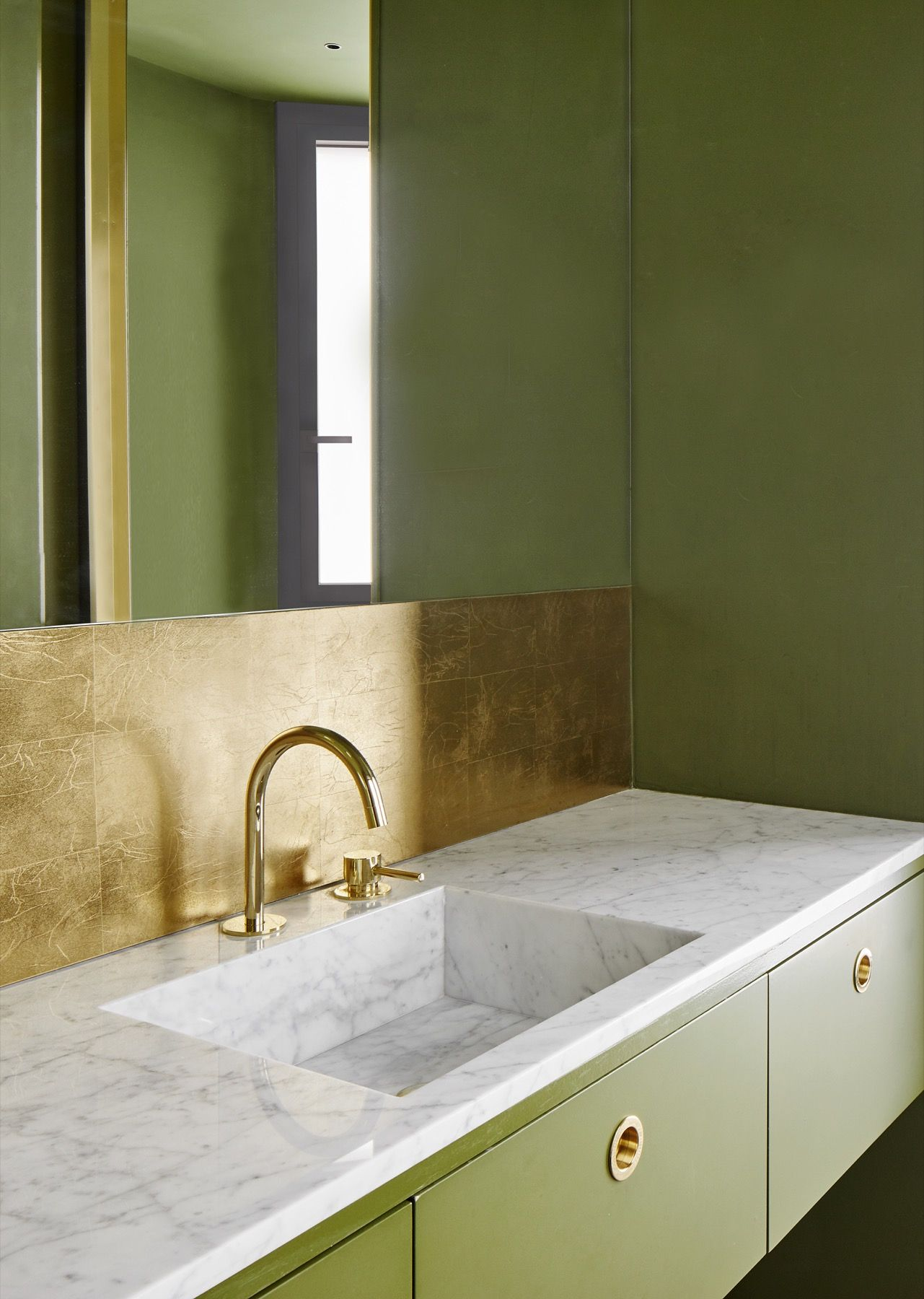 Green And Gold Bathroom Paint Color Scheme Gold Bathroom Tiles And - Gold bathroom paint