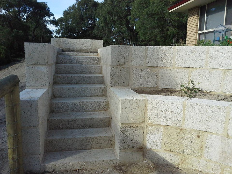How To Get A Retaining Wall To Suit You And Your Home You Have A Few Options When Planning A Retaining Wall For Your Pr Limestone Wall Retaining Wall Backyard
