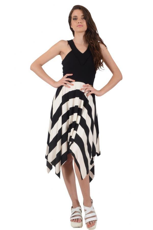 Φόρεμα ρίγα φαρδιά με μονόχρωμες λεπτομέρειες σε άνετη γραμμή ... 0fd9e32433d