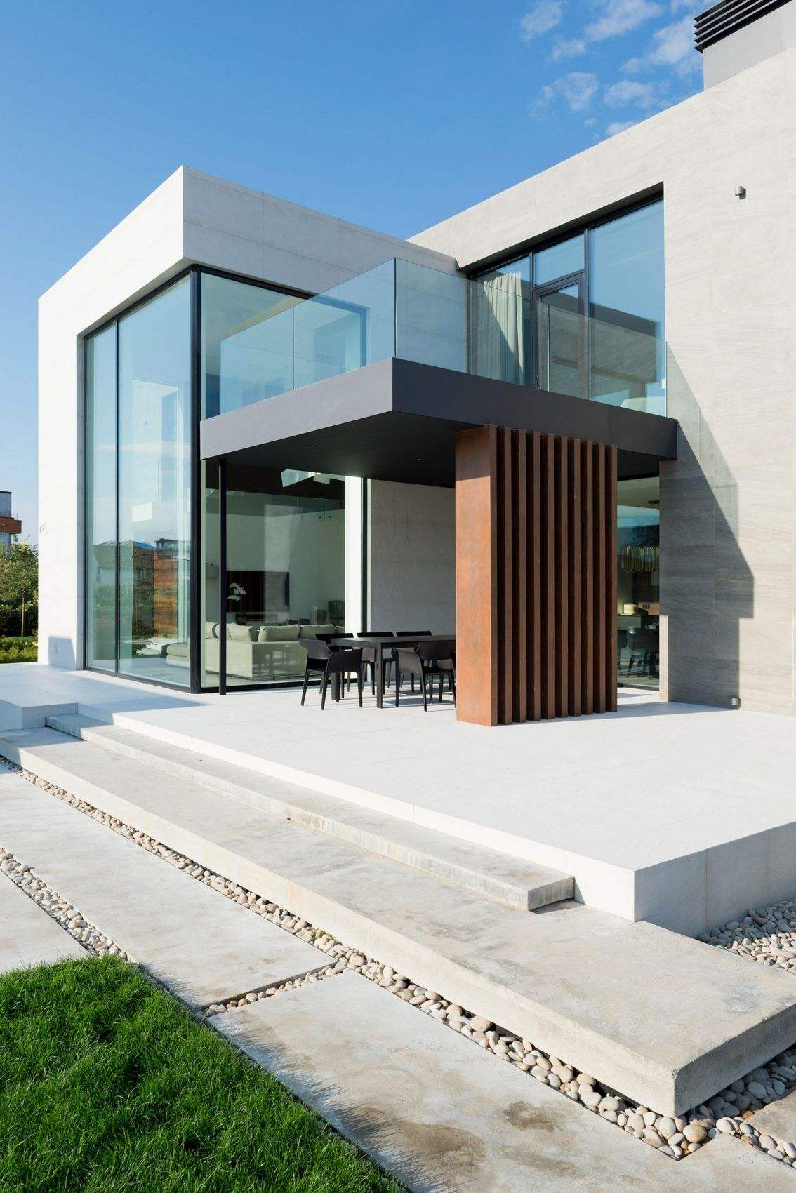 Alexandra Fedorova Designs an Elegant Contemporary House in Pestovo ...