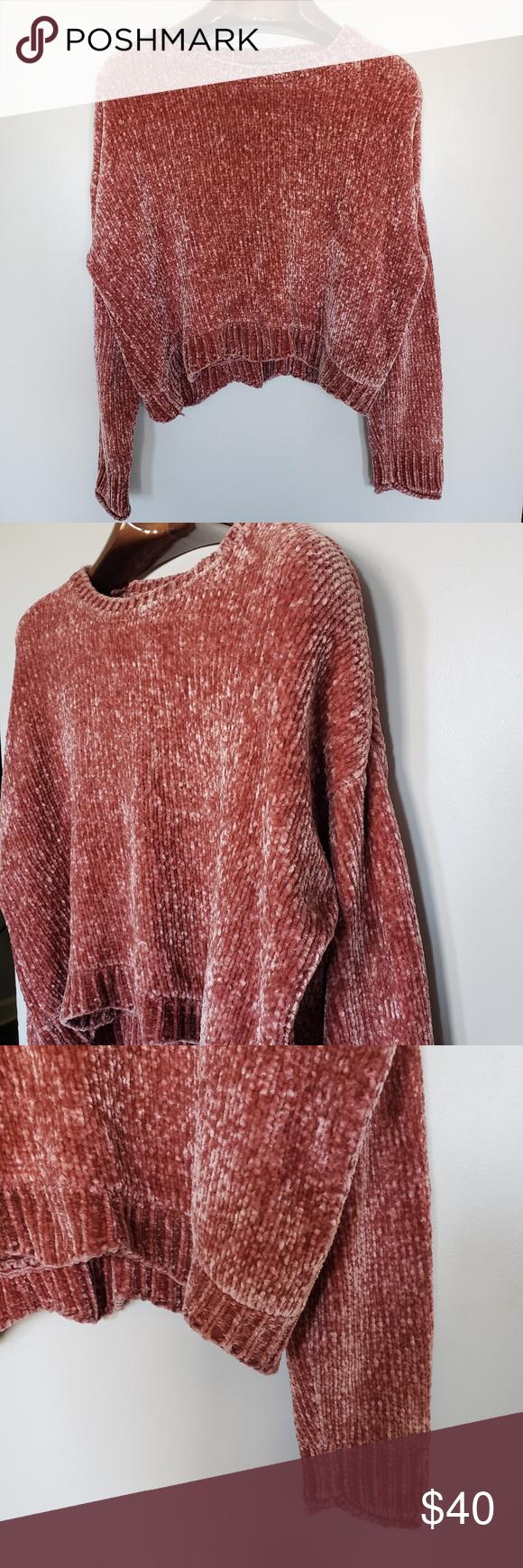 "Zara // soft knit chenille cropped • S i z e R e f e r e n c e • -Model: 5""2 • D e t a i l s •  -Condition: Great!  ⚜ Vtg is pre-loved..."