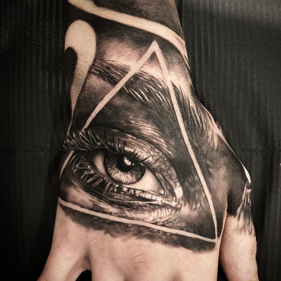Artist @thewolfshed  --- #realistictattoo #realismtattoo #blackandgreytattoo #tattooartist #blackandgrey #tattooed #inked #tattoos #ink #handtattoo #eyetattoo #selby #tattoo #eye #tattoolife #art #sleevetattoo #blackwork #tattooart #tattoist #blacktattoo #blackandgreytattoo #portraittattoo #doncaster #leeds #tattooist #tattooideas #eyes #tattoodesign #tattooing