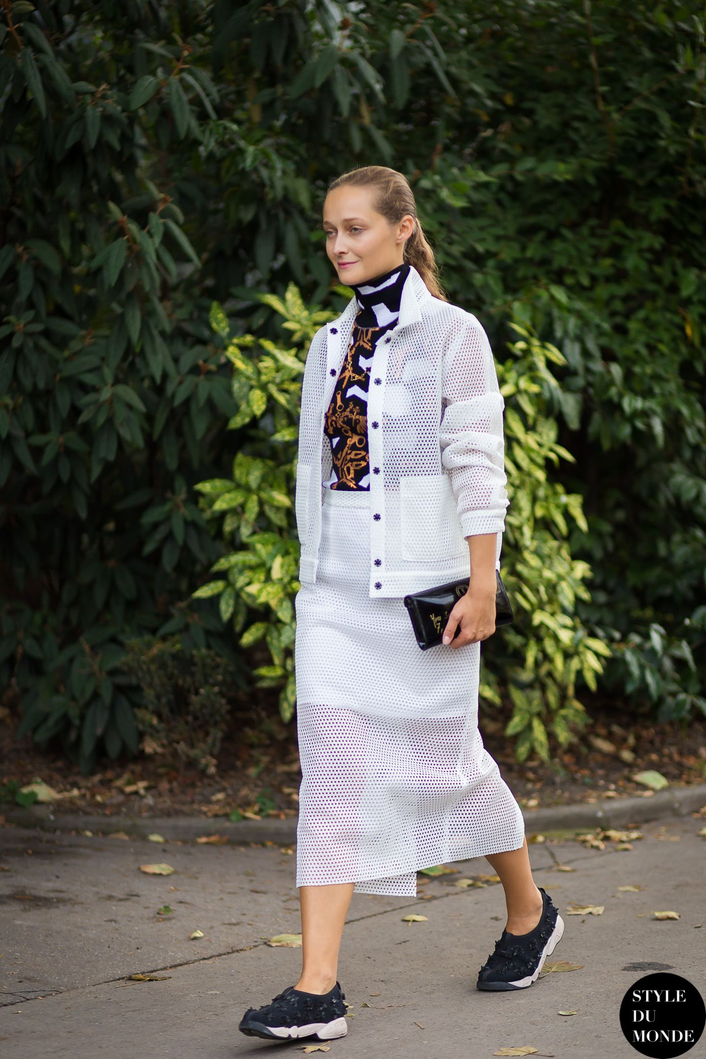 Daria Shapovalova Street Style Street Fashion Streetsnaps by STYLEDUMONDE Street Style Fashion Blog