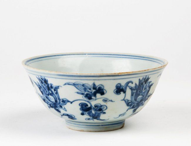 A Good Chinese Blue And White Bowl Ming Dynasty 15th 16th Century Finely Painted With Four Large Lotus Heads And Tendrils 6 White Bowls Bowl Chinese Pottery