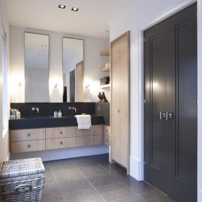Badkamer met deuren van Bod\'or - Model Amsterdam - Design by Piet ...