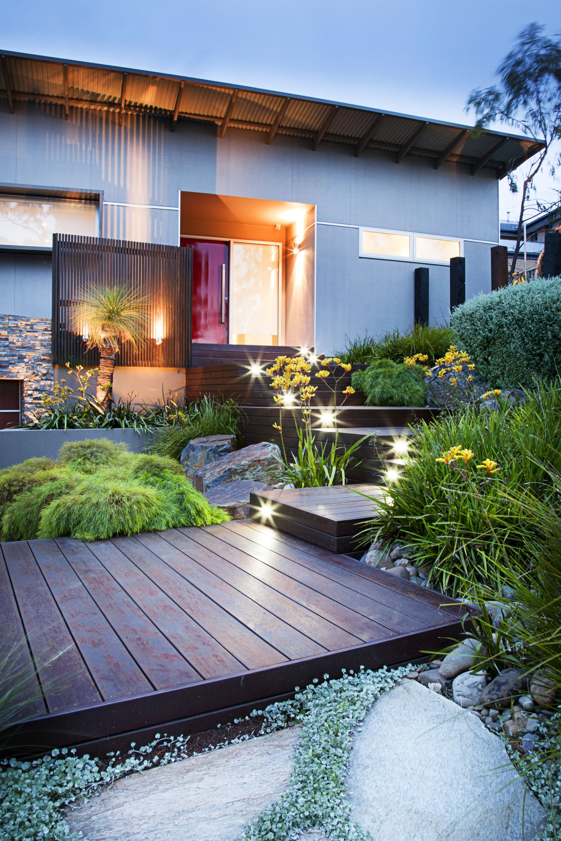 35 Modern Front Yard Landscaping Ideas With Urban Style: Timber Deck Platforms Up To The Contemporary Architecture By TLC Pools & Landscape