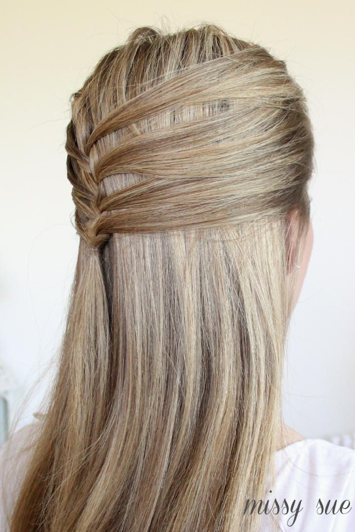 1001 Ideen Und Anleitungen Fur Wundervolle Abiball Frisuren Ball Frisuren Glatte Haare Haar Styling Locken Frisuren