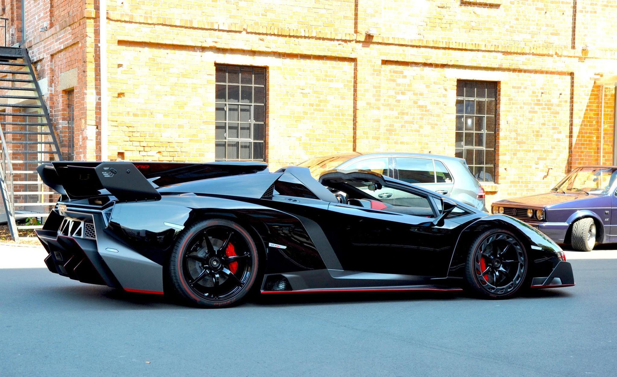 Merveilleux Black Veneno | First Lamborghini Veneno Roadster Delivered
