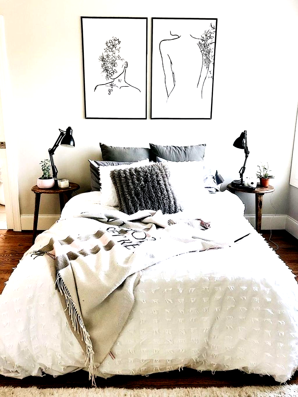 36 Stunning Apartment Bedroom Decor For Couples Look Romantic In