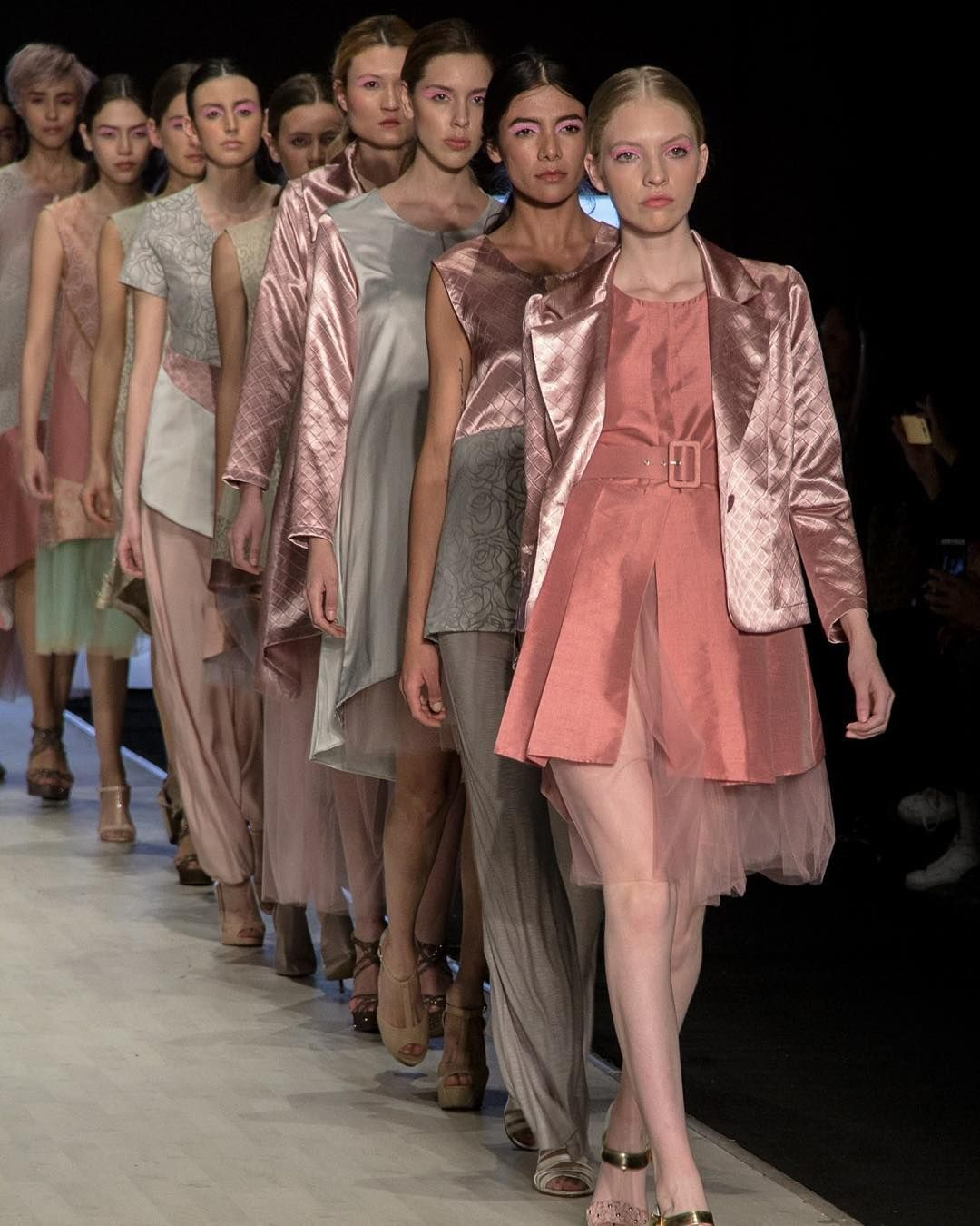 Código secreto #fashion #runway #códigosecreto #palepink #palecolors #im64 #intermoda #allierjphotography #runway #models #fashionistas #fashionphotography by allieph__