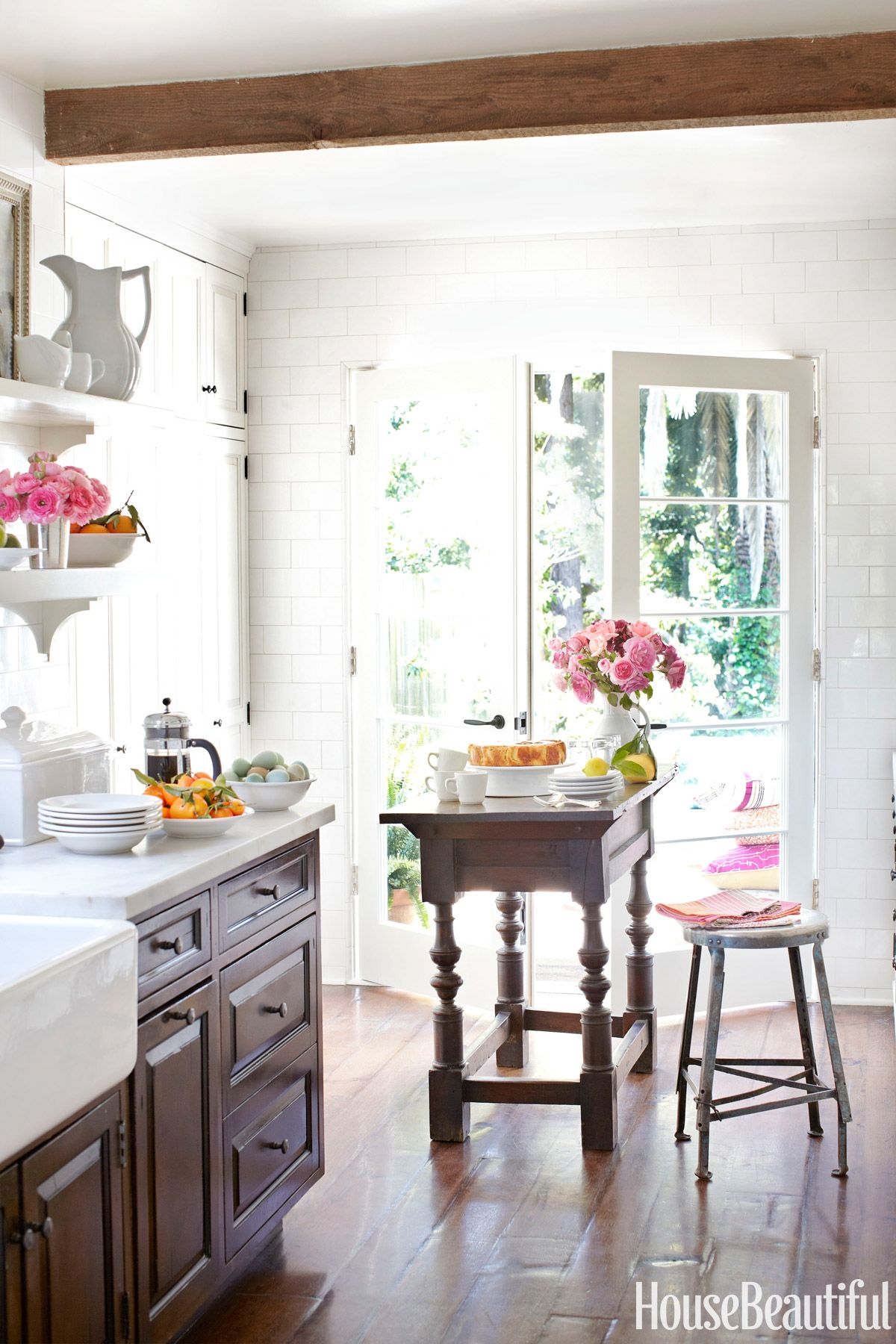 43 Small Kitchen Ideas That Won\'t Make You Feel Claustrophobic ...