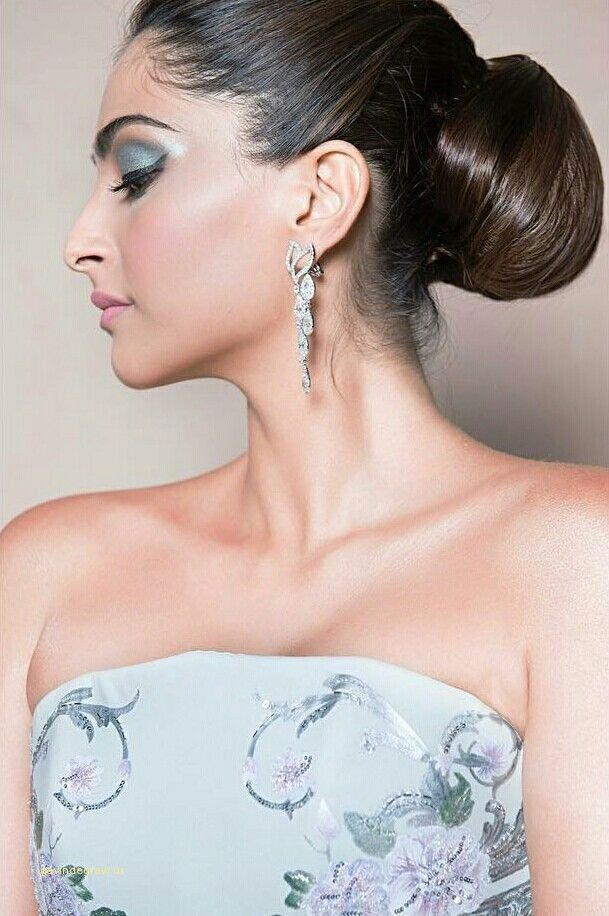Luxury Sonam Kapoor Hairstyle For Saree Sonam Kapoor Hairstyles Hairstyle Sonam Kapoor