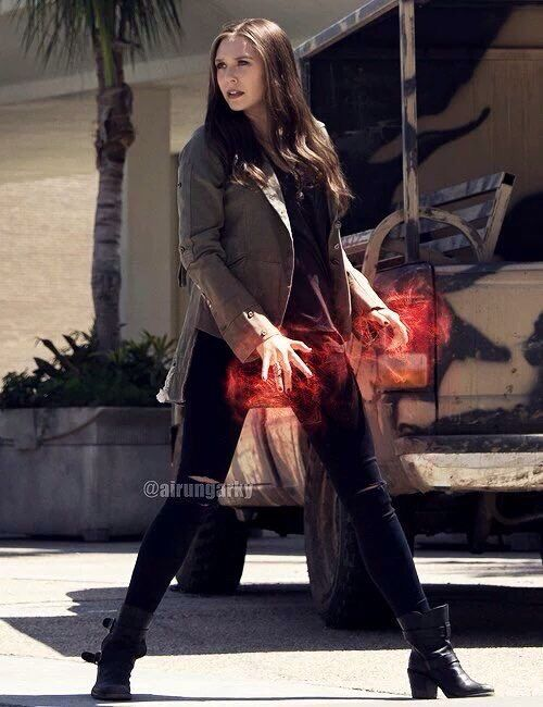 Elizabeth Olsen As Wanda Maximoff Scarlet Witch On Captain America Civil War Scarlet Witch Marvel Elizabeth Olsen Scarlet Witch Scarlet Witch
