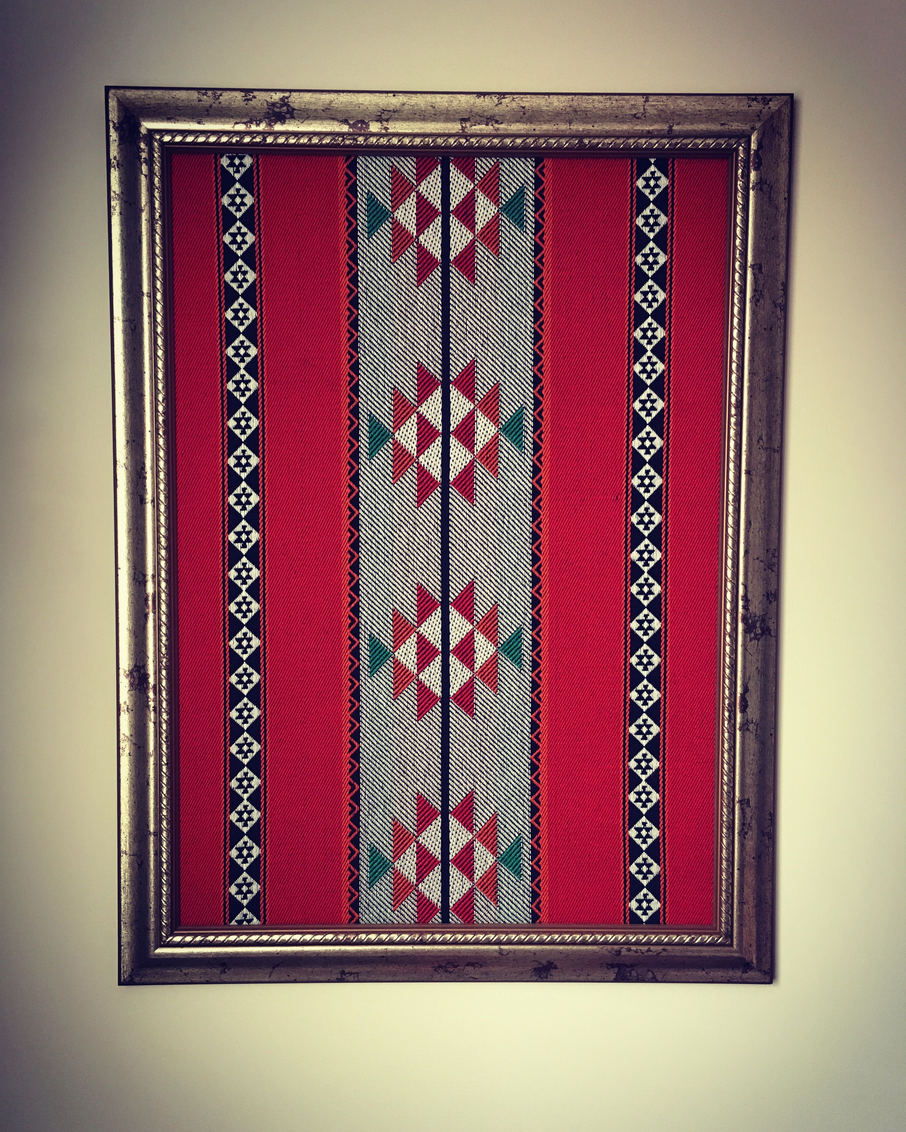 Elegant picture frame from the Sadu fabric. برواز أنيق من قماش السدو