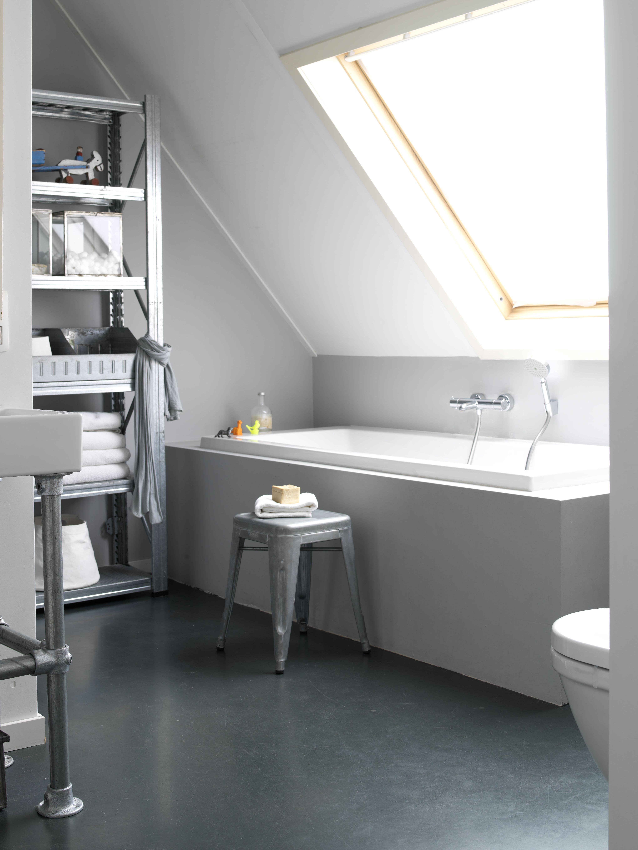 KARWEI | De grijze basis is het verbindende element in deze badkamer ...