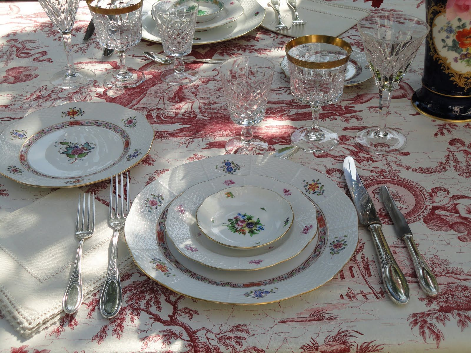 This is a picture of how a typical holiday table setup would look like in Switzerland. (Thanksgiving,Christmas,Easter etc.)