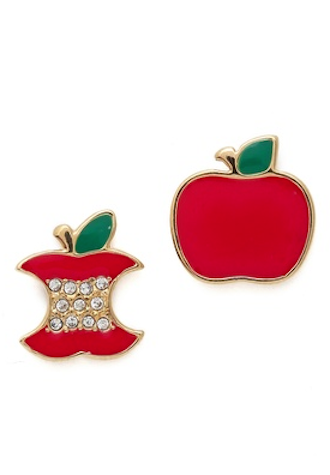 cutest little apple stud earrings http://rstyle.me/n/n89vvr9te
