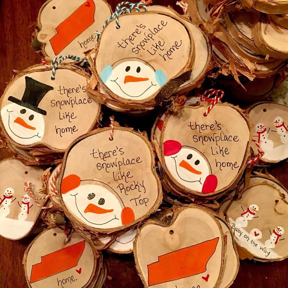 paint wood slices for sweet ornaments Wood christmas