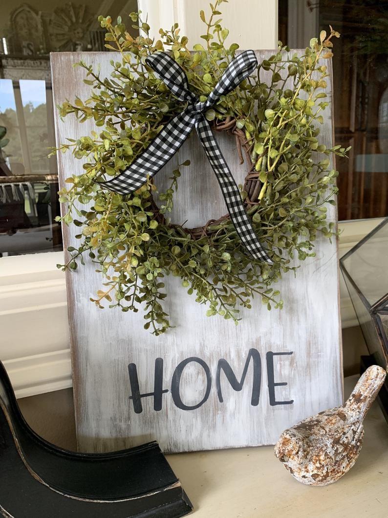 Farmhouse home sign with wreath etsy en 2021 pancarte