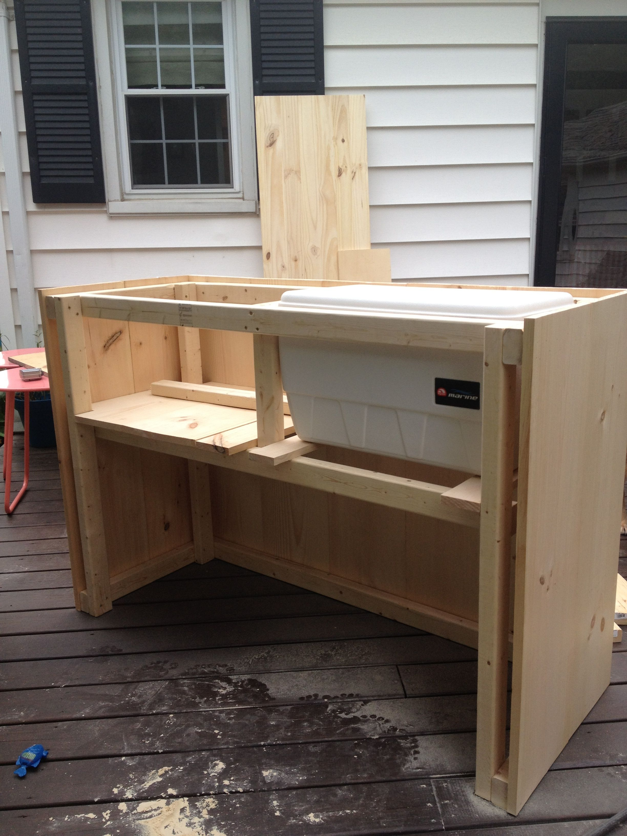 Diy steps for outdoor bar with built in cooler bar ideas for Wooden bar design
