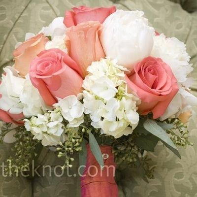 Coral/salmon roses and hydrangeas