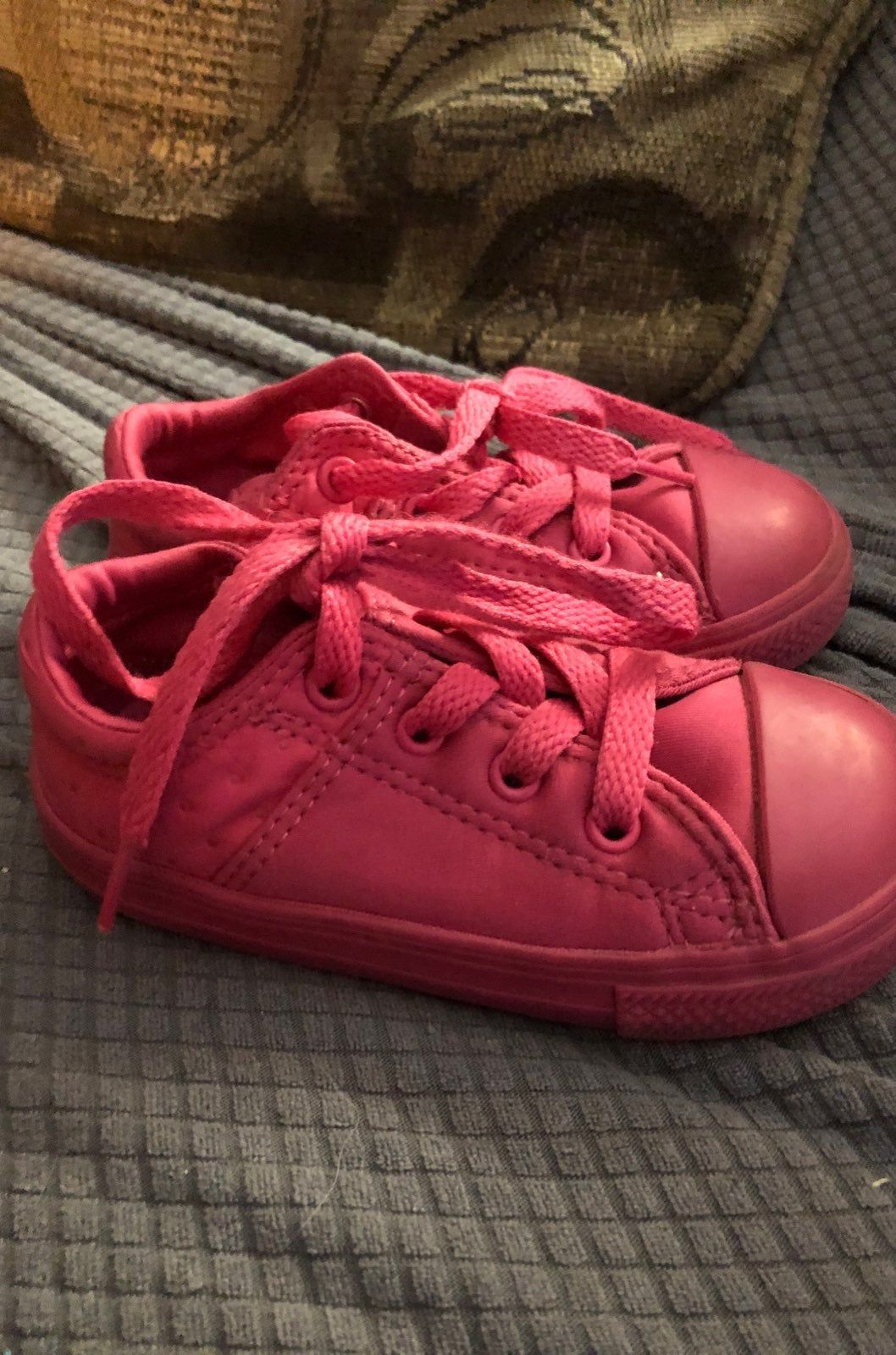 Converse pink baby size 7 sneakers like