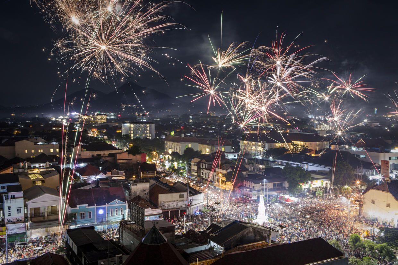 Happy New Year! Celebrations around the globe People