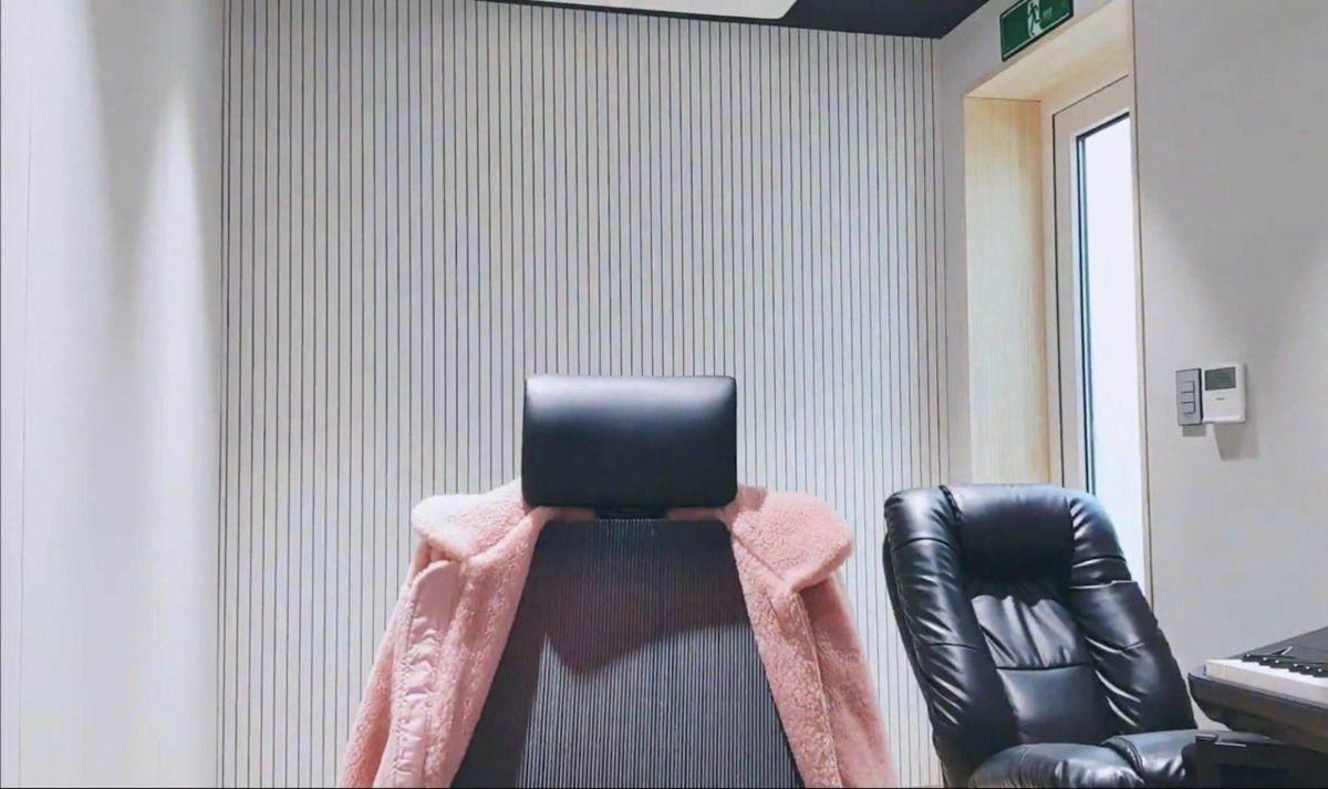 Pin Oleh Caramel Di Zoom Background Ruangan Studio Kamar Putih Ruangan Background bts untuk zoom