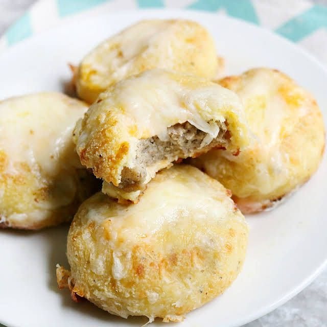 Keto Breakfast Biscuits Stuffed with Sausage and Cheese #ketobreakfast