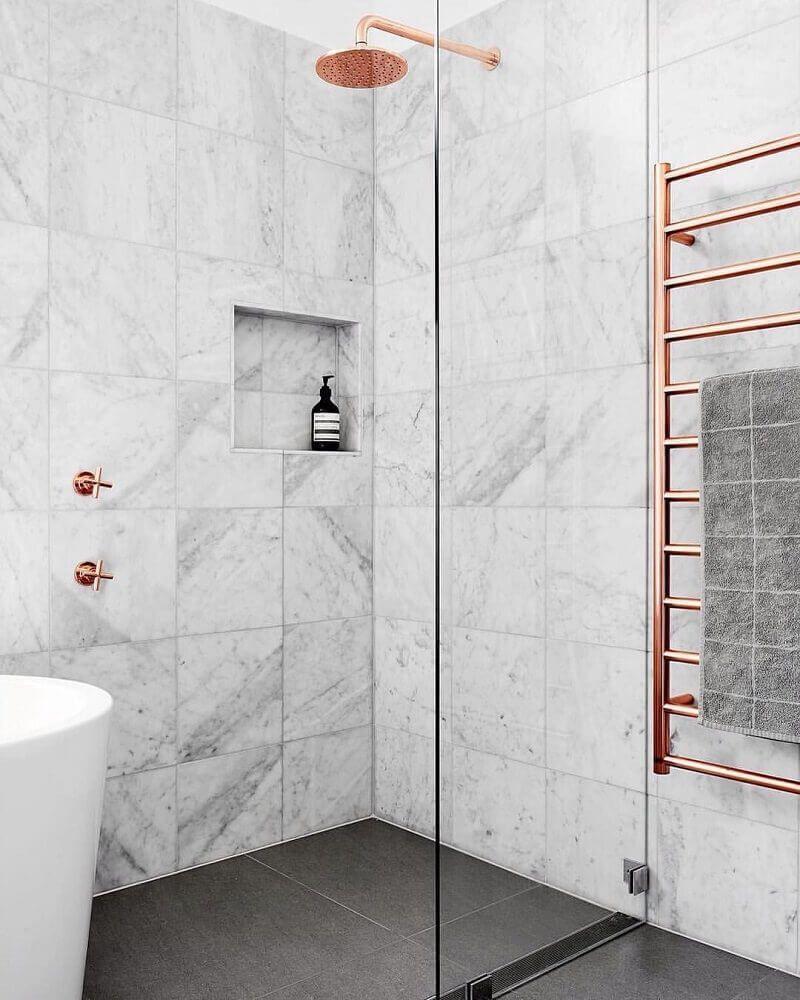 Decoracao Rose Gold Para Banheiro Bathroomdecordiy Douche Carrelage Blanc Design De Salle De Bain Douche Marbre Blanc