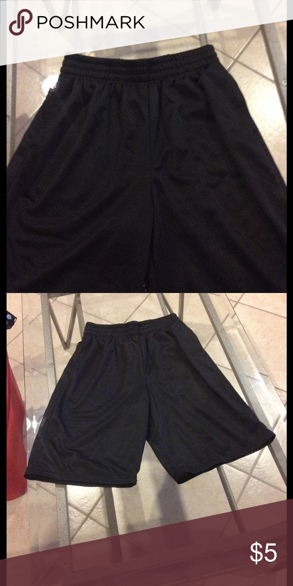 Large (10-12) Starter shorts good condition Size Large (10-12) Starter shorts good condition Starter Bottoms Shorts